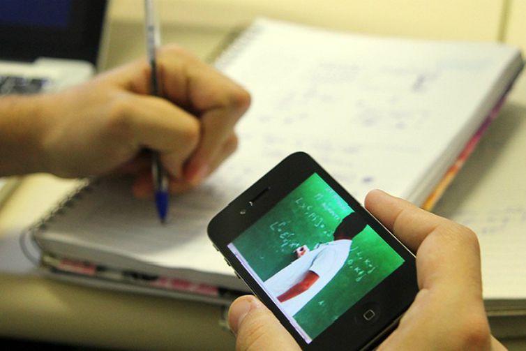 ENEM 2020: Sem aulas presenciais, estudantes contam como estão se preparando para as provas