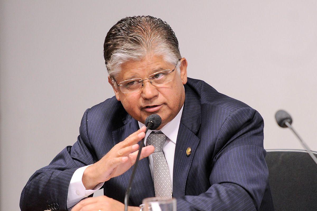 VACINAÇÃO CAMUFLADA: Empresários e ex-Senador TOMAM vacinas Pfizer escondidos das autoridades em Minas Gerais