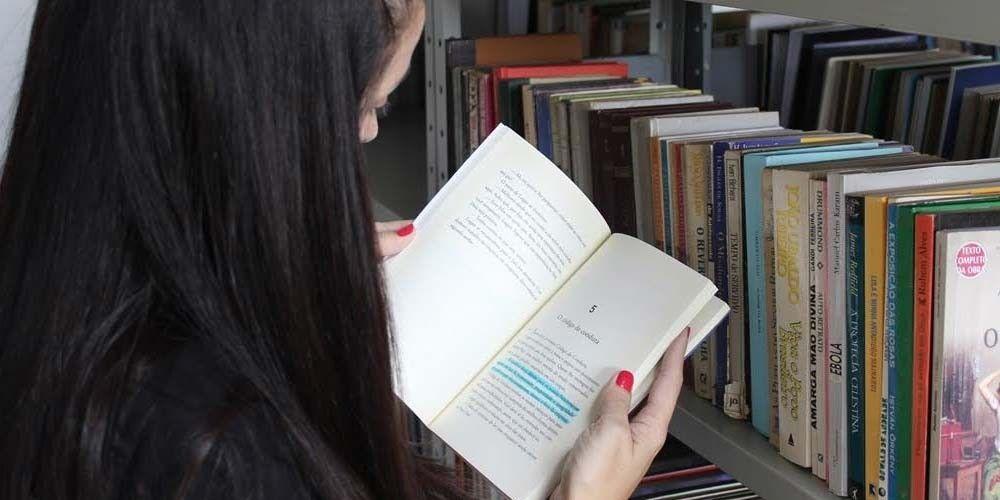Estudantes poderão ter vale de R$30 para COMPRA DE LIVROS em Feira Literária