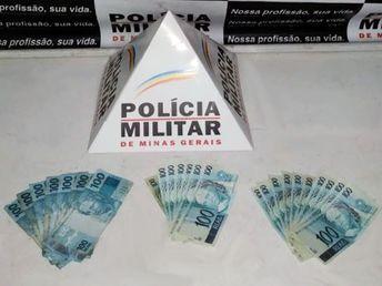 Abastece o GOL com o banco de trás cheio de notas falsas. Polícia usa caneta do posto e prende homem em Mariana/MG