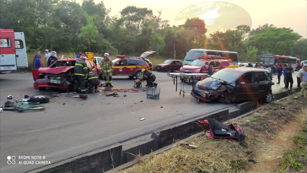 Acidente grave no Bairro Darcy Ribeiro (LMG-808) fecha a rodovia próximo a Nova Contagem, Contagem/MG