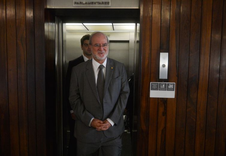 Após decisão do STF, Justiça manda soltar ex-governador de Minas Eduardo Azeredo