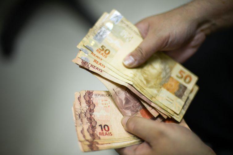 Bolsonaro lança MP: Salário mínimo será de R$ 1.039 em 2020