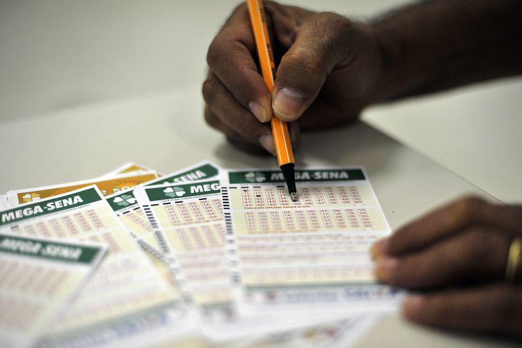 CAIXA suspende sorteios da Loteria Federal. LOTECA também pois sem os campeonatos não há como criar a grade, diz comunicado