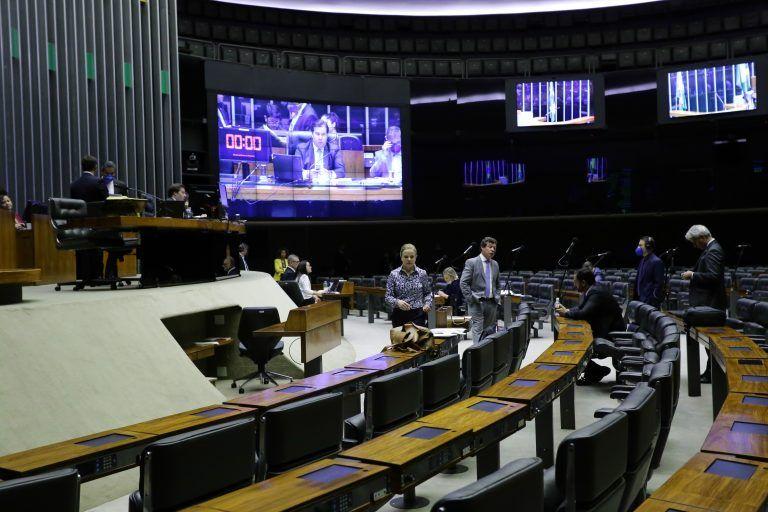 Câmara aprova auxílio de R$ 600 para pessoas de baixa renda durante epidemia - CONFIRA OS REQUISITOS