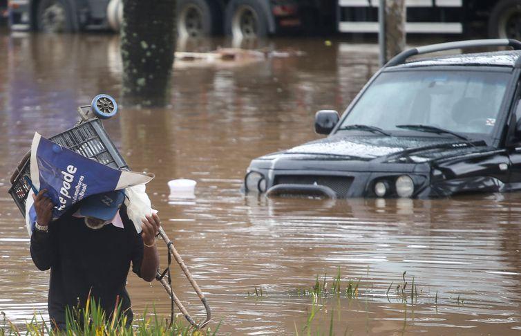 CHUVA/SP:  MOTORISTA está desaparecido e quatro pessoas morreram no interior paulista por causa das enchentes!