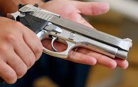 Tira dúvidas: Você sabe as novas regras para posse de arma no país? Quem pode? Como deve ser guardada?