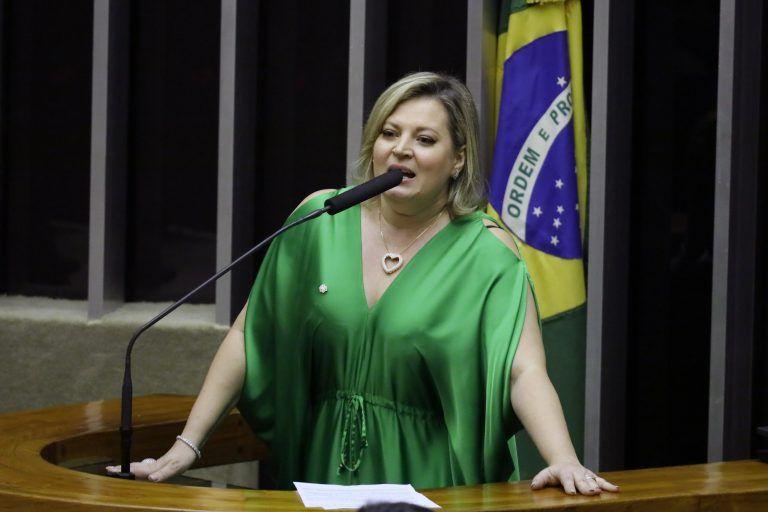 Deputada que disse que Bolsonaro tem MILÍCIA VIRTUAL é chamada de novo na  CPMI das Fake News