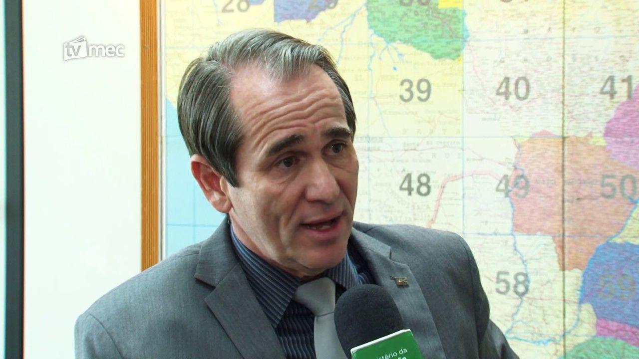 ESCOLA com presença MILITAR: Projeto piloto de escolas cívico-militares começa em 2020
