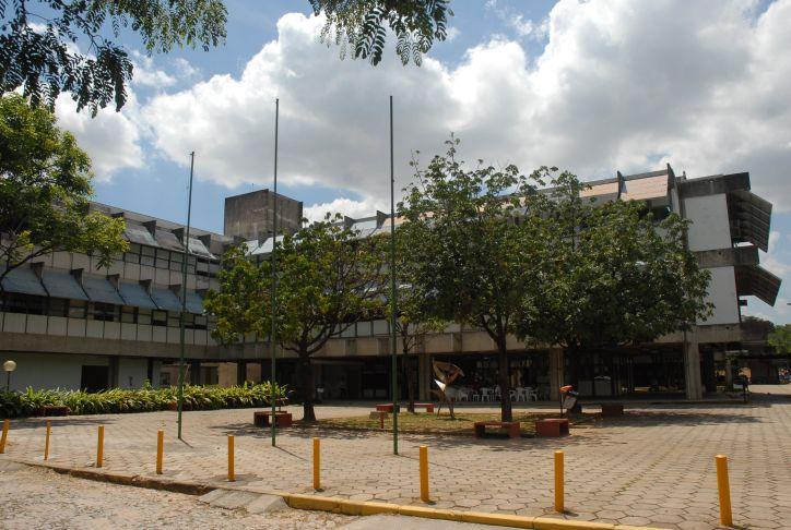 Escola de Veterinária seleciona estagiário para funções administrativas. Aberto aos cursos de Administração, Biblioteconomia e Arquivologia