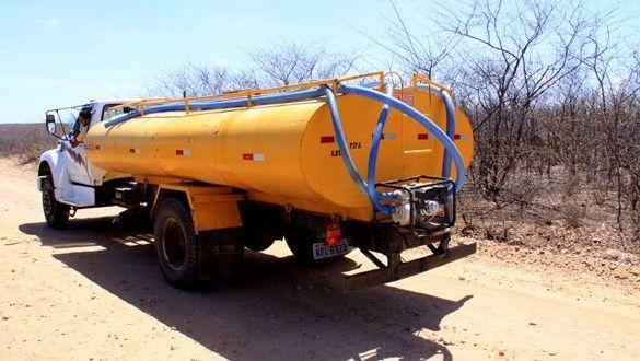 Governo de Minas gasta R$4,8 milhões para levar água em caminhões PIPA em 3 meses neste período de estiagem - TDAP