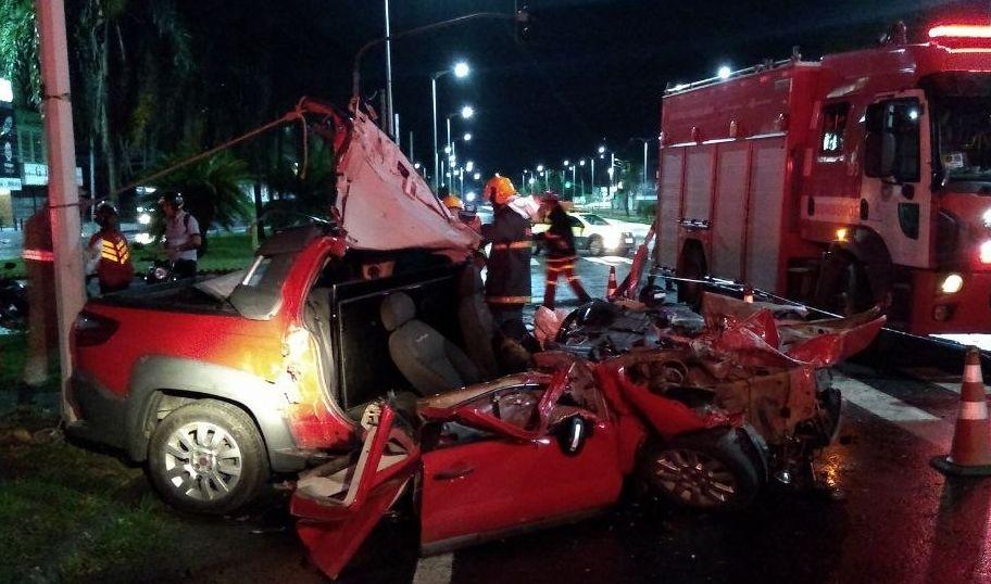 Homens roubam carro e um morre minutos depois em grave acidente na BR 101 em Serra/ES