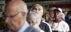 INSS altera regras para prova de vida e renovação de senhas. Idoso de 98 anos já teve que ser levado de maca ao banco!