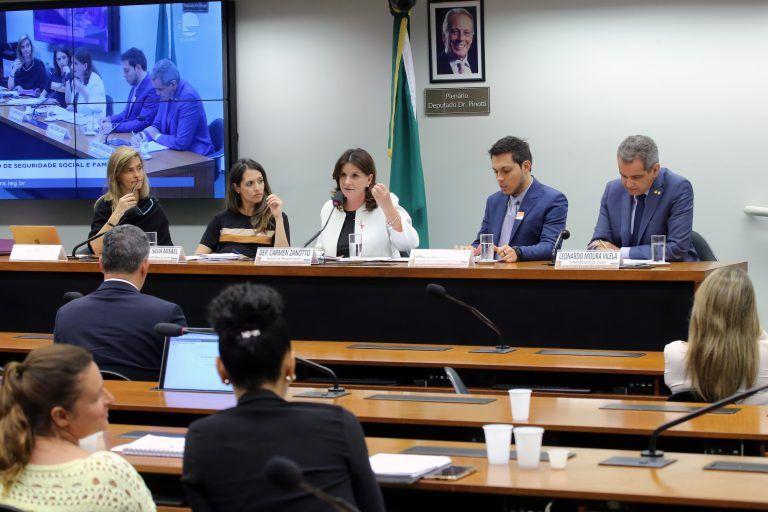 MAMOGRAFIA: Toda mulher tem que fazer acima de 40 anos mas menos da metade dos mamógrafos no Brasil estão disponíveis para o SUS