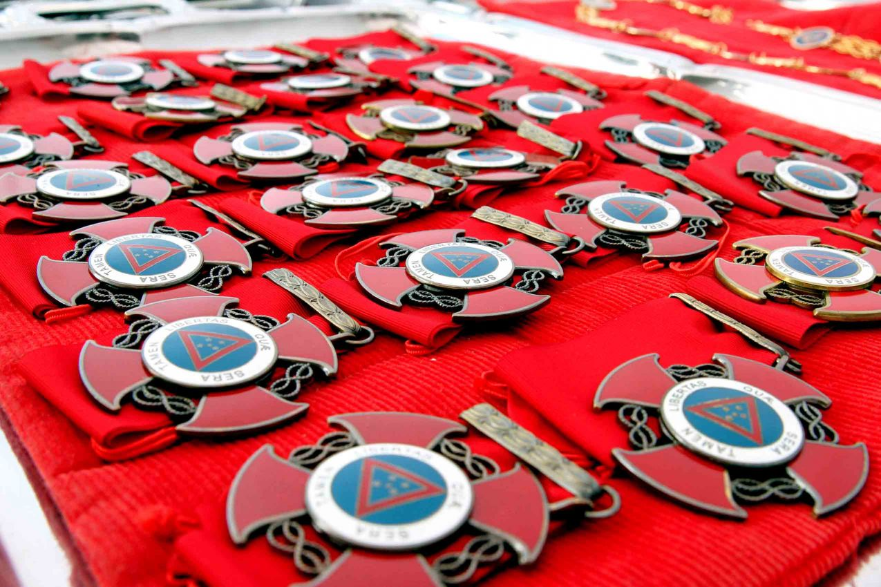Minas gastou R$3,3 milhões só em medalhas no ano passado. Governador quer deixar só uma: A Medalha da Inconfidência.