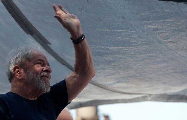 Neto de Lula morre de meningite. Juíza autoriza ex-presidente a comparecer ao velório do neto em São Bernardo