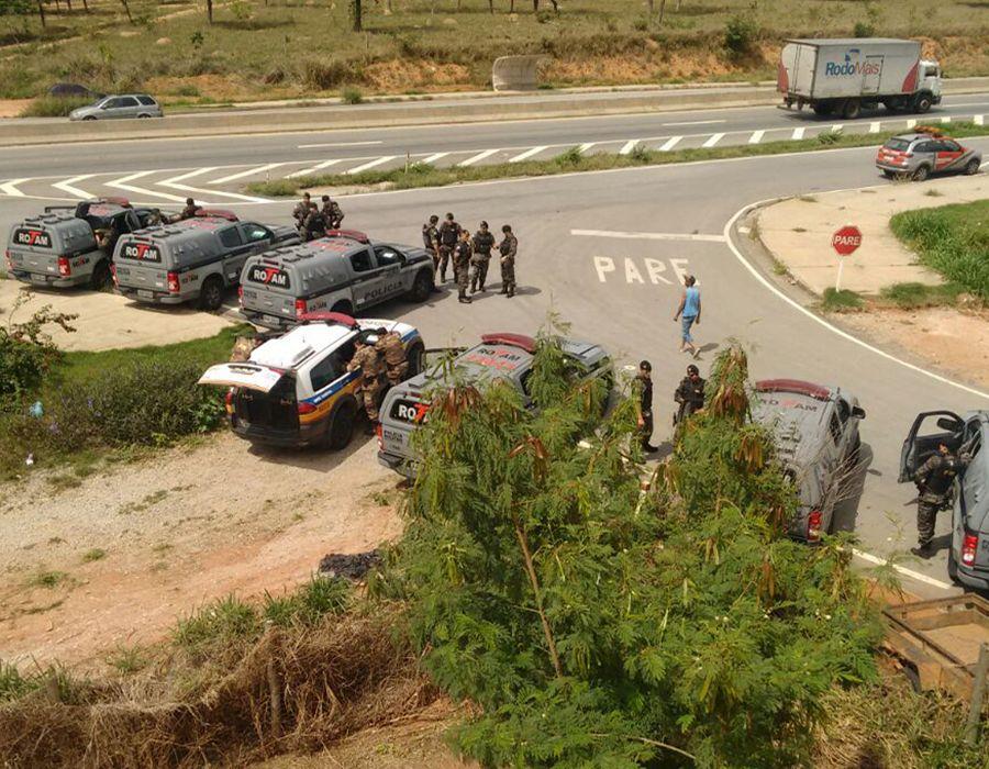 Polícia apreende 1,5mi calçados falsificados em Nova Serrana/MG. Foi necessário 6 caminhões!