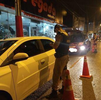 Polícia faz BLITZ surpresa e prende 95 pessoas dirigindo alcoolizadas em cidade de MG