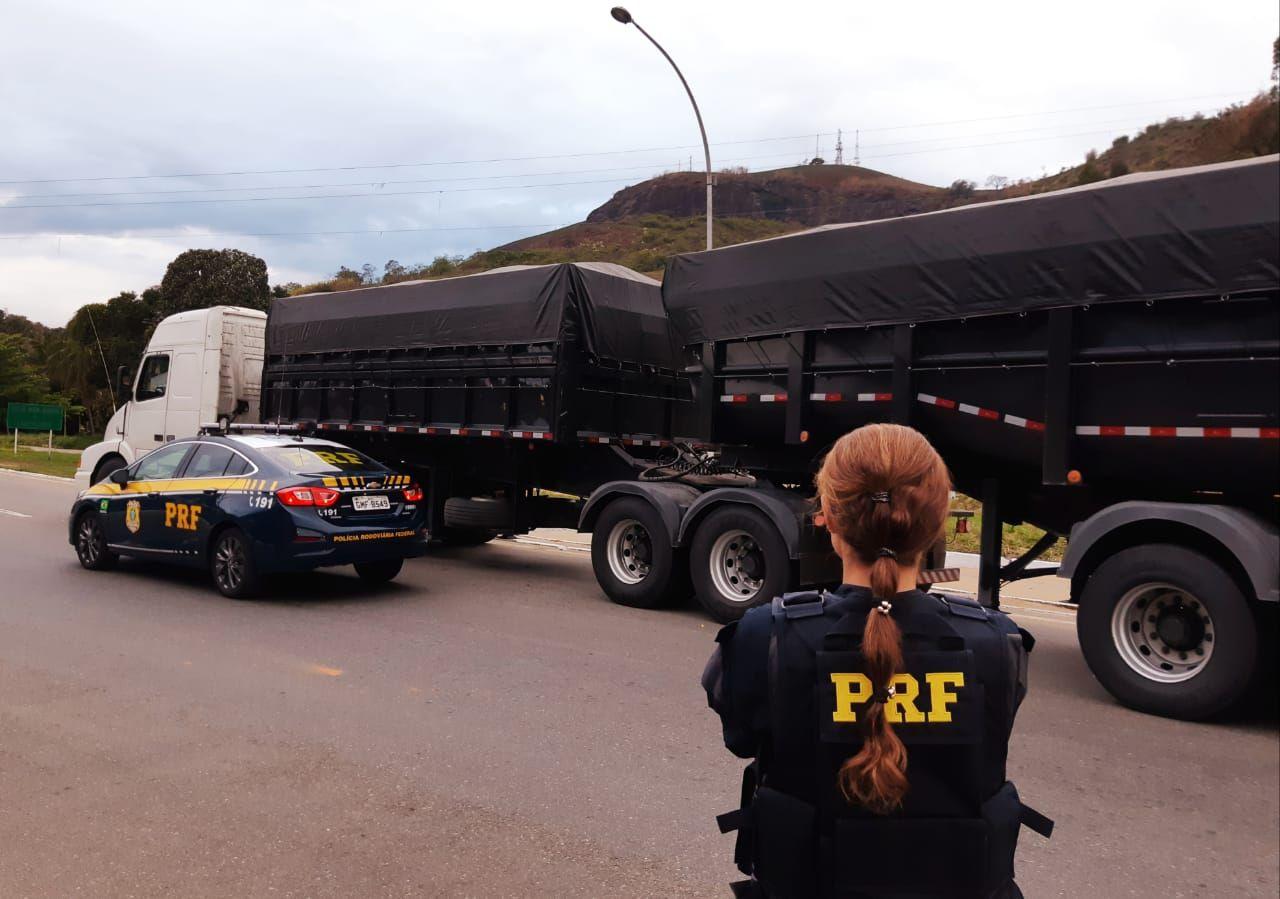 Possíveis carretas roubadas são paradas. PRF detecta fortes sinais de adulteração na BR-116
