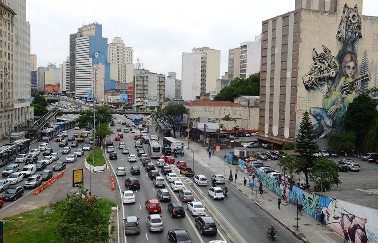 Prefeitura de São Paulo começa retirar mural de grafite do Anhangabaú, gera indignação mas refuta: Vamos fazer outro!