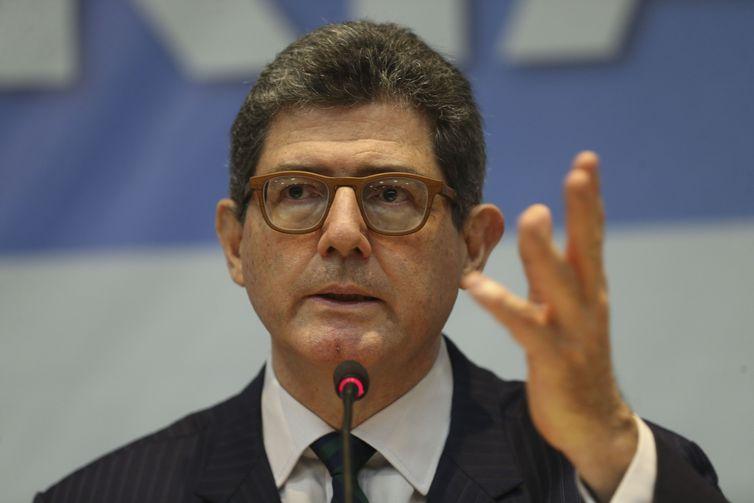 Presidente do BNDES,  Joaquim Lewy, pede demissão depois de BOLSONARO dizer que ele ´estava com a cabeça a prêmio´