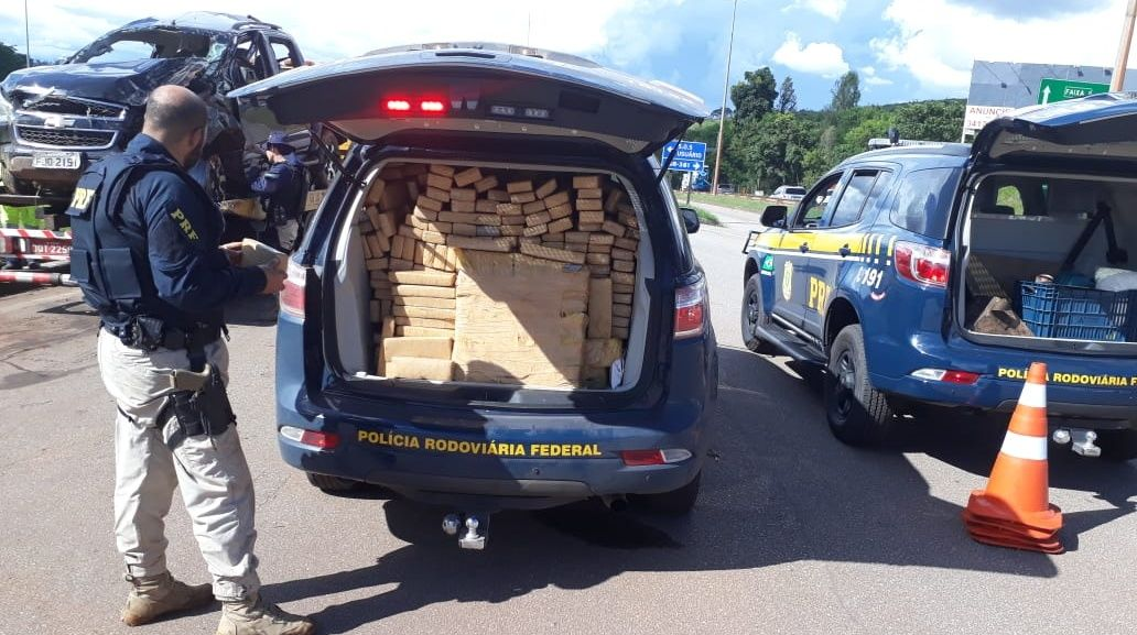 PRF apreende uma tonelada de maconha em Brumadinho/MG após veículo evadir de fiscalização