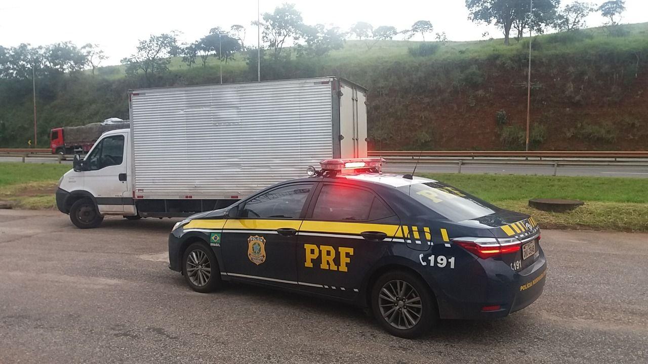 Rouba caminhão e o abandona ligado antes do pedágio na BR 381, em Itatiauçu/MG