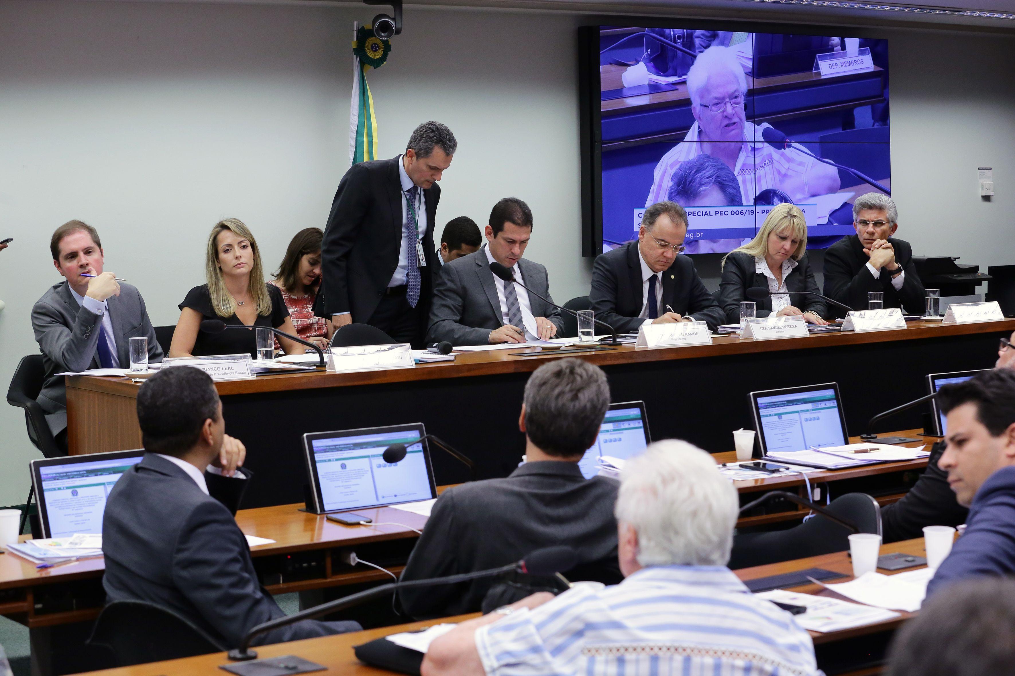 Trabalhador RURAL pode ser impedido de APOSENTAR com a Reforma da Previdência, garante deputados e especialista